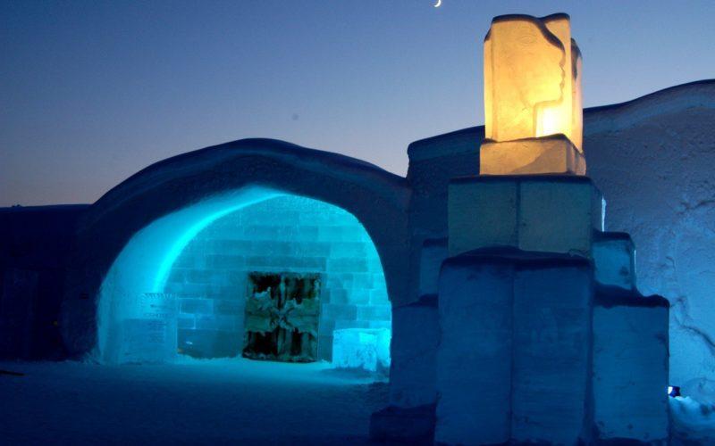 Вход в Icehotel г. Юккасярви